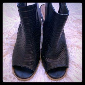 Peep Toe Bootie~Black